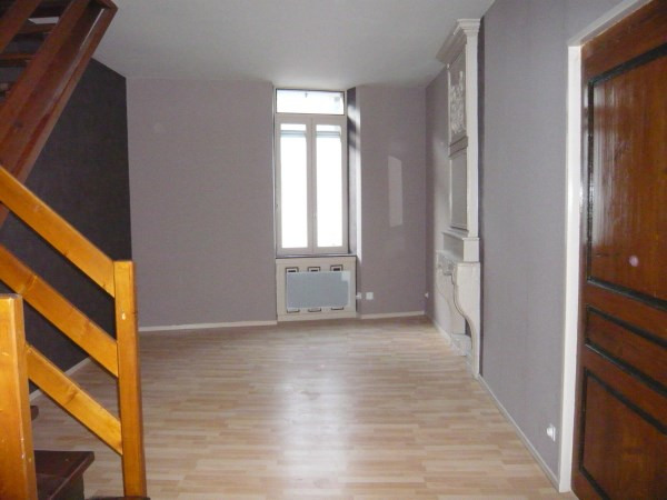 Rental apartment Cremieu 430€ CC - Picture 1
