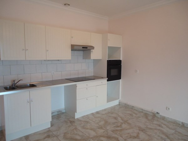 Rental apartment Chavanoz 616€ CC - Picture 1
