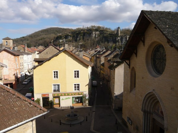 Location appartement Cremieu 530€ CC - Photo 1