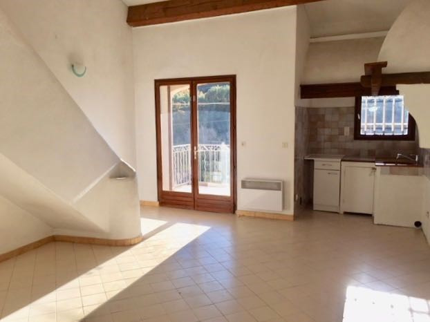 Rental apartment Le castellet 760€ CC - Picture 1