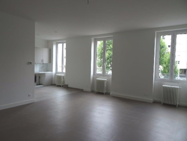 Location appartement Villefranche sur saone 922,50€ CC - Photo 2