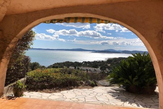 Location vacances maison / villa Les issambres 1125€ - Photo 2