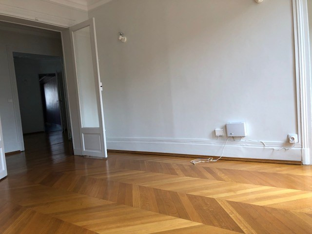Location appartement Paris 17ème 2520€ CC - Photo 3