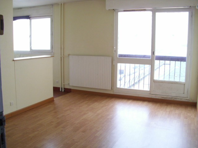 Rental apartment Maurepas 598€ CC - Picture 1
