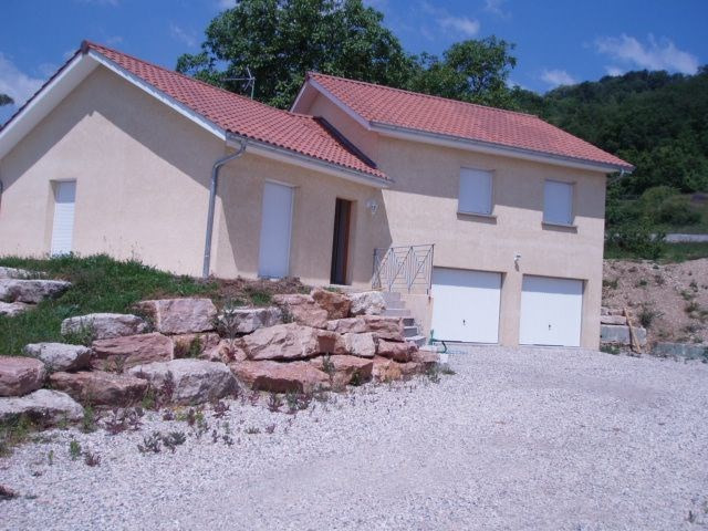 Location maison / villa Cessieu 899€ +CH - Photo 1