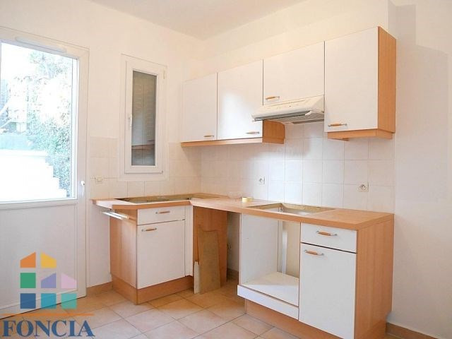Location maison / villa Suresnes 2 266€ CC - Photo 3