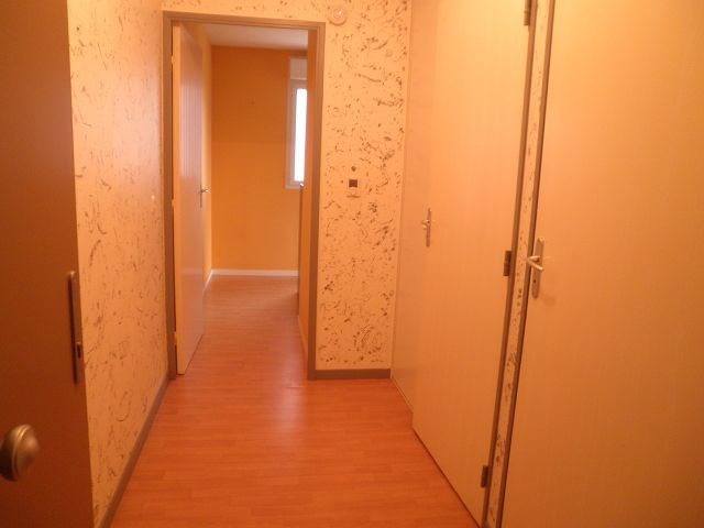Rental apartment L isle d abeau 526€ CC - Picture 4