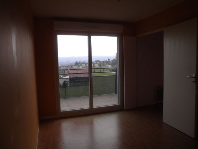 Rental apartment L isle d abeau 526€ CC - Picture 7