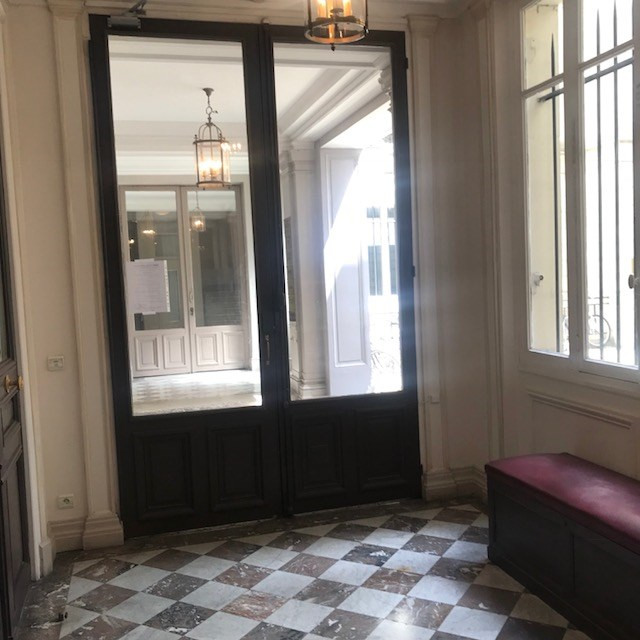 Location appartement Paris 8ème 5 240€ CC - Photo 2