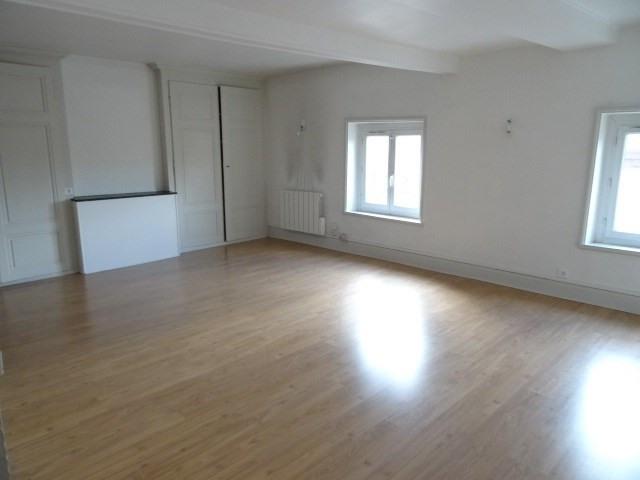 Location appartement Villefranche sur saone 605,92€ CC - Photo 1