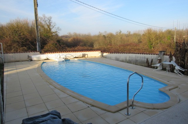 Sale house / villa Saint-savinien 222600€ - Picture 2