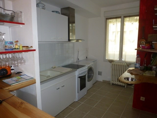 Rental house / villa Saint-jean-d'angély 545€ CC - Picture 3