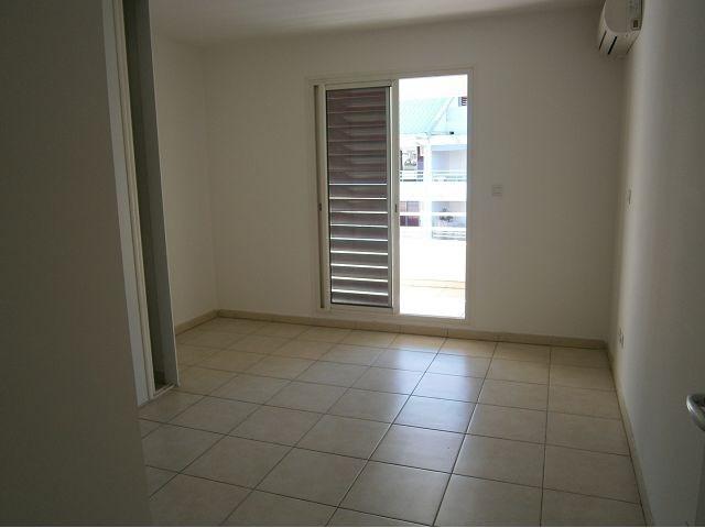Location appartement St denis 827€ CC - Photo 1
