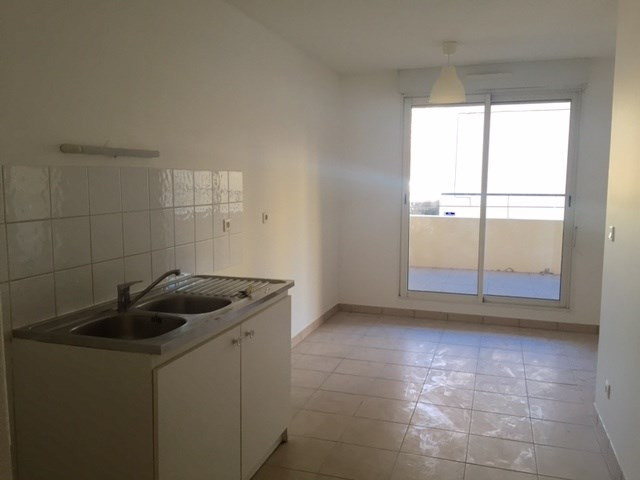 Location appartement Marseille 8ème 1 062,19€cc - Photo 4