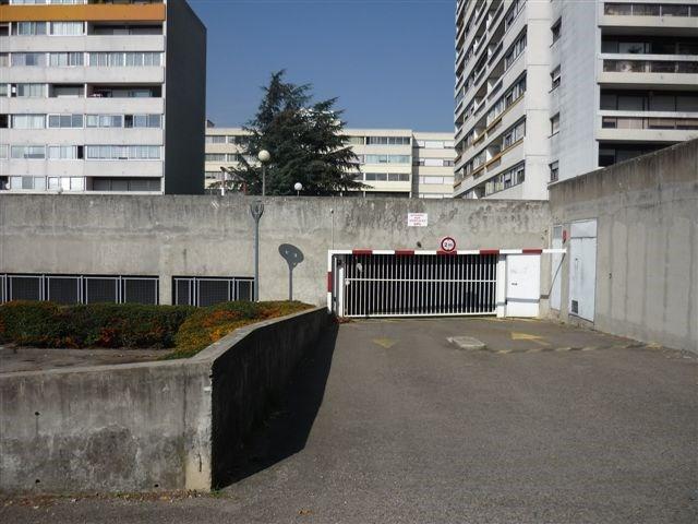 Location parking Rillieux la pape 62€ CC - Photo 1
