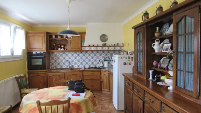 Sale house / villa St jean d'angely 190800€ - Picture 3