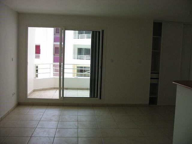 Location appartement St denis 552€ CC - Photo 3