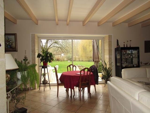 Sale house / villa Saint-jean-d'angély 337 600€ - Picture 4