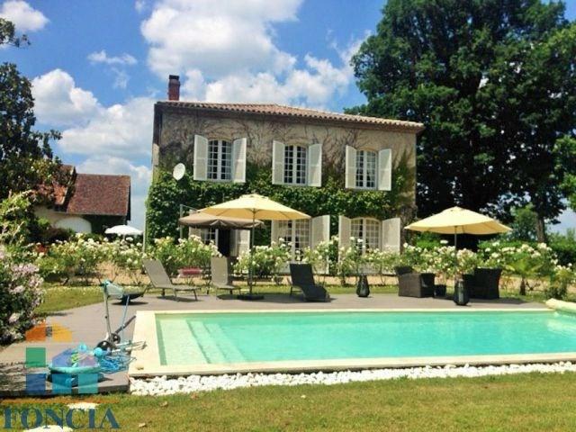 Maison de maître avec piscine sur un parc clos 1.7 hectare