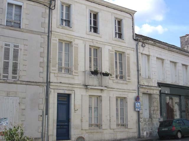 Vente maison / villa Saint-jean-d'angély 284850€ - Photo 1