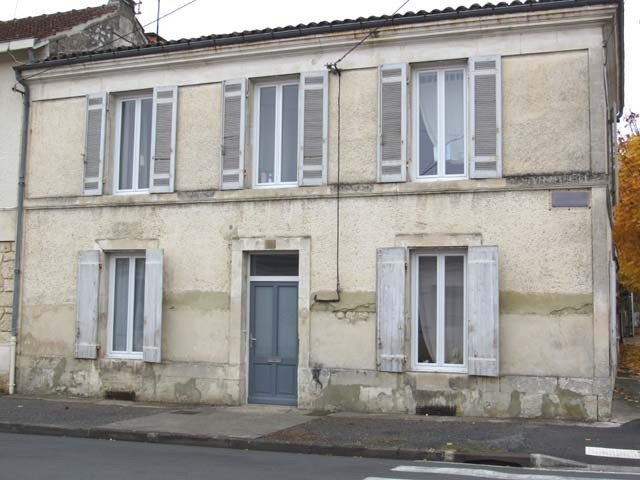 Sale house / villa Saint-jean-d'angély 174 900€ - Picture 1