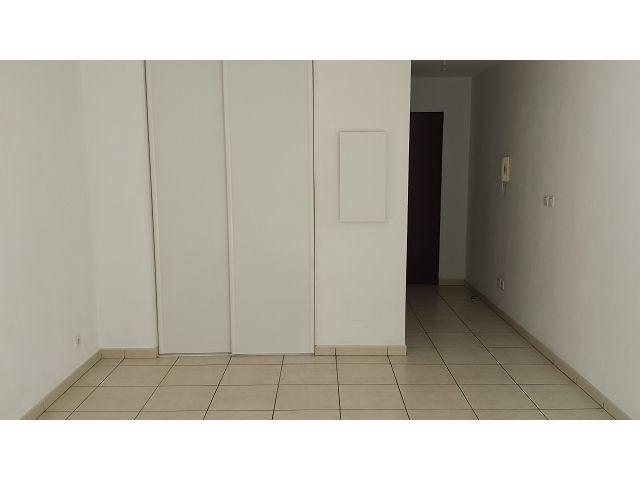 Location appartement St denis 393€ CC - Photo 3