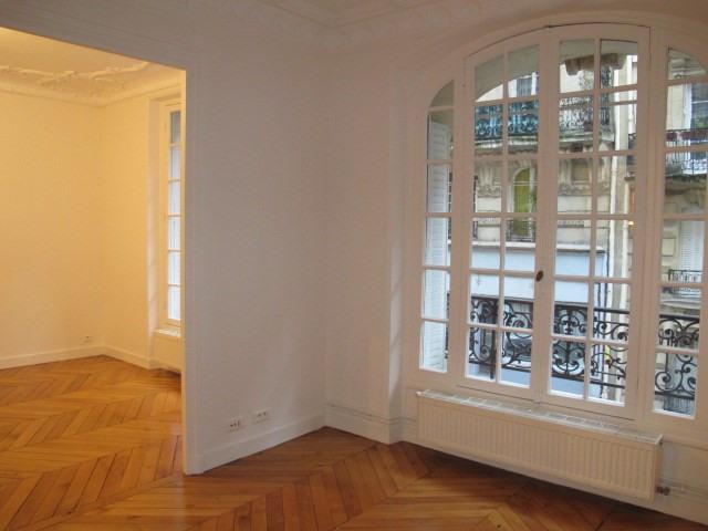 Location appartement Paris 18ème 2015€ CC - Photo 2