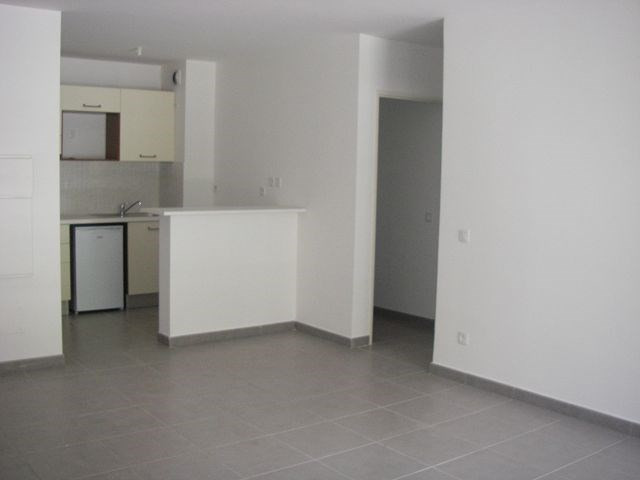 Location appartement Ste clotilde 635€ CC - Photo 1