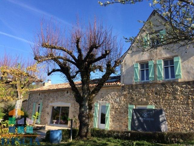 Dans un petit village maison restaurée de 167 m²