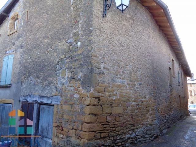Maison de village ancienne à rénover avec petit terrain