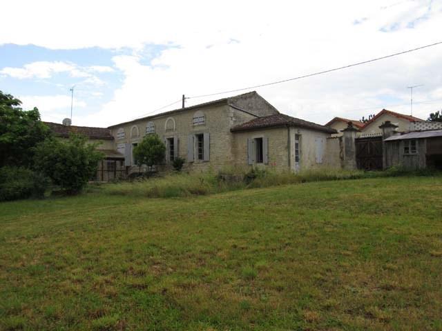 Sale house / villa Saint-jean-d'angély 159000€ - Picture 1