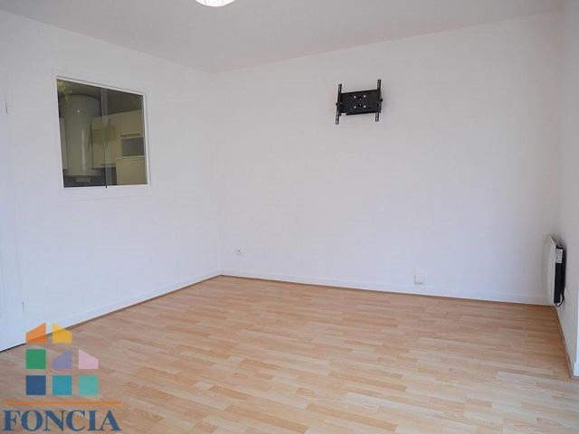 Location appartement Suresnes 1 272€ CC - Photo 3
