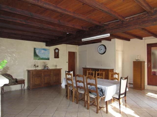 Sale house / villa Saint-jean-d'angély 127800€ - Picture 4