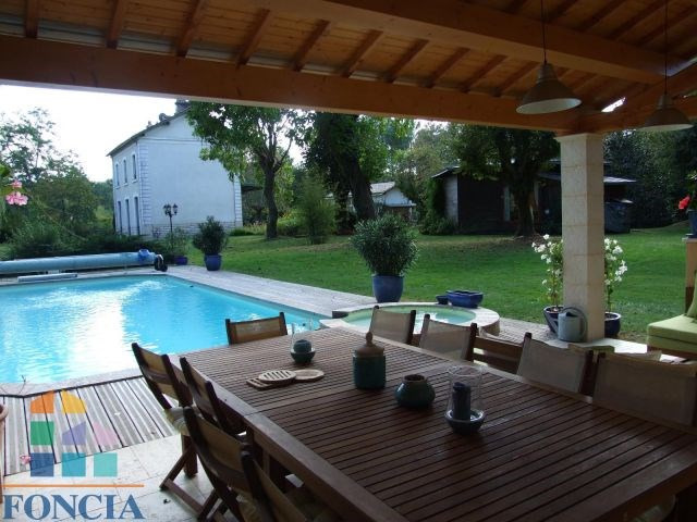 Propriété avec piscine sur 8500 m² env. De parc clos
