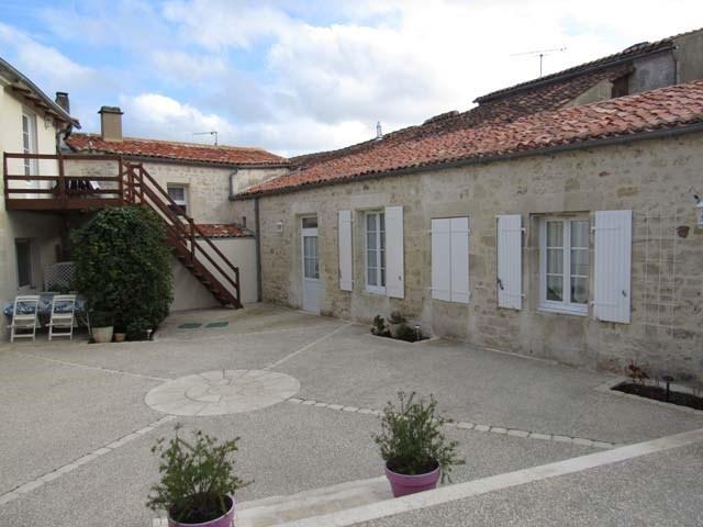 Sale house / villa Saint-savinien 290125€ - Picture 2