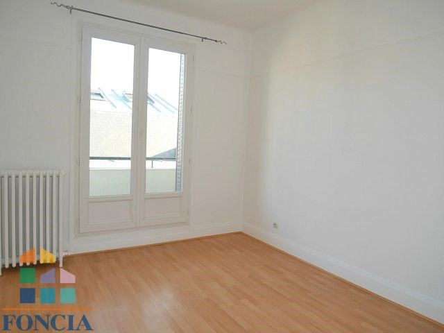 Location maison / villa Suresnes 2 266€ CC - Photo 8