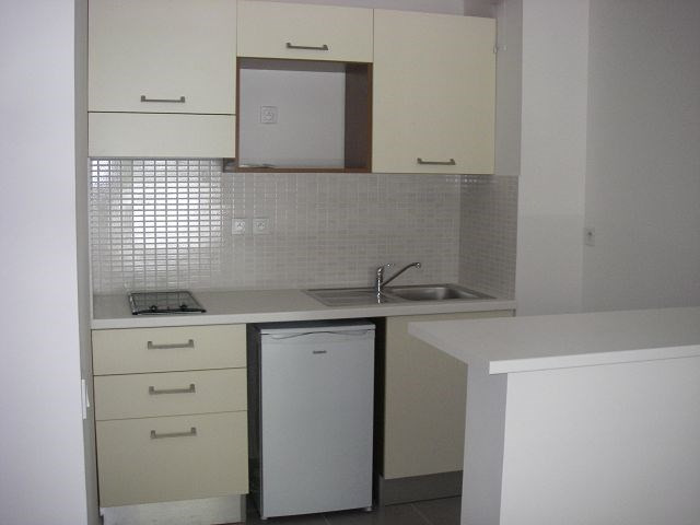 Location appartement Ste clotilde 635€ CC - Photo 3