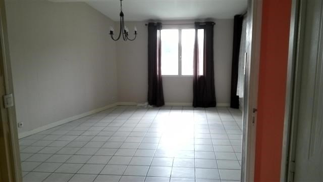 Location appartement Chazay d azergues 882€ CC - Photo 2
