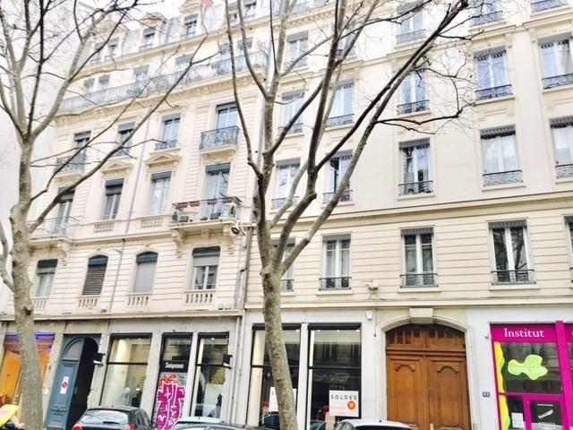 Alquiler  apartamento Lyon 6ème 890€ CC - Fotografía 10