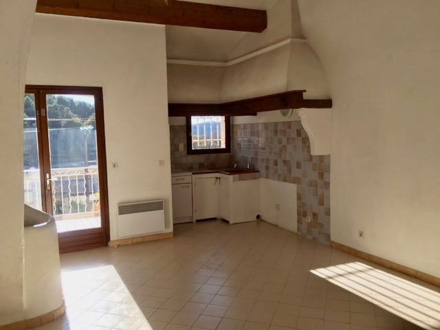 Rental apartment Le castellet 760€ CC - Picture 3