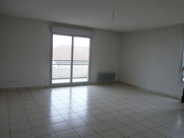 Location appartement Villefontaine 690€ CC - Photo 2