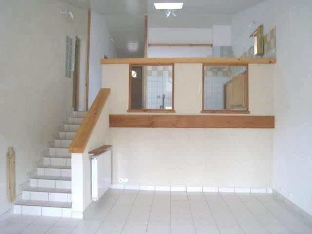 Rental house / villa Burie 550€ CC - Picture 2