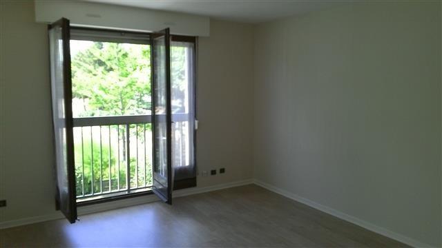 Location appartement Lyon 8ème 576€ CC - Photo 1
