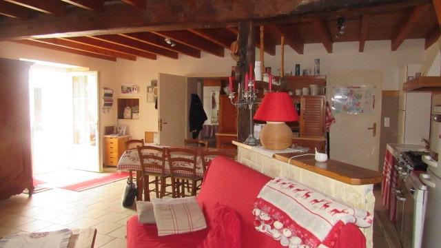 Sale house / villa Saint-jean-d'angély 122400€ - Picture 2