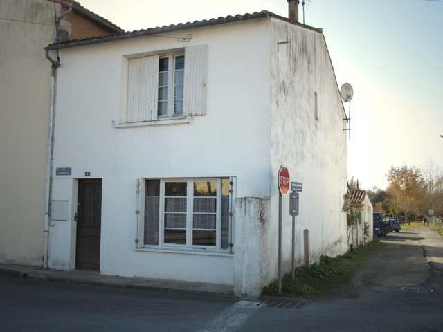 Sale house / villa Saint jean d'angely 132750€ - Picture 1