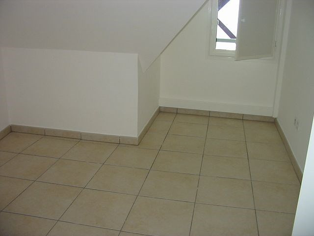 Location appartement Ste clotilde 788€ CC - Photo 7