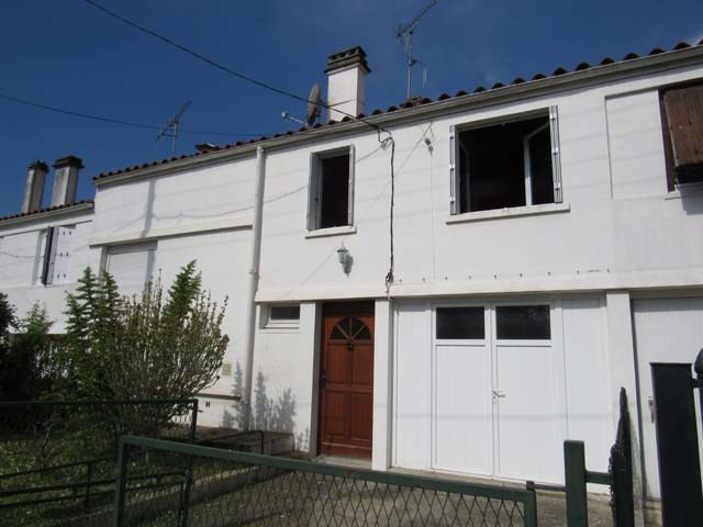 Sale house / villa Saint-jean-d'angély 90 900€ - Picture 1