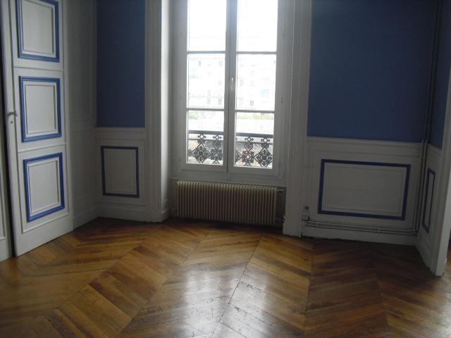 Location appartement Lyon 2ème 830€ CC - Photo 1