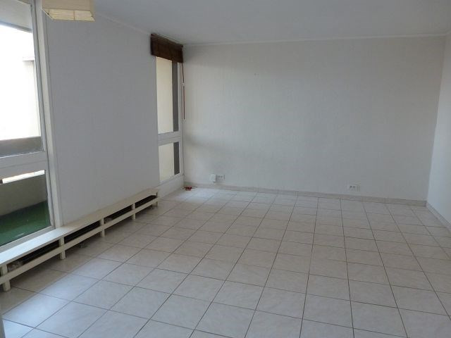 Rental apartment Elancourt 895€ CC - Picture 2