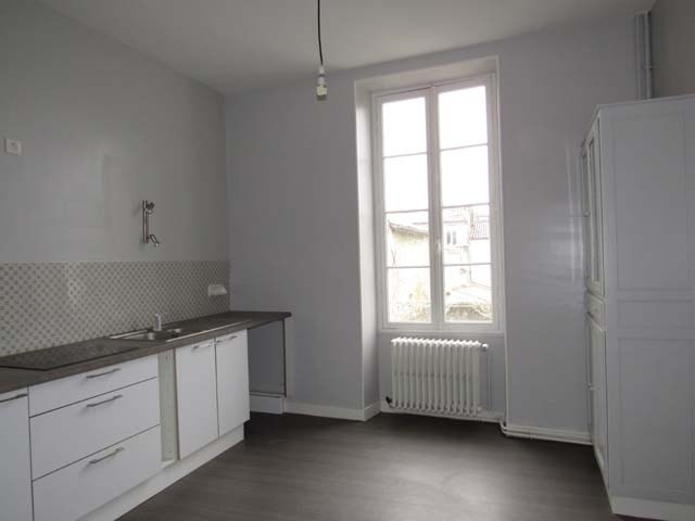 Sale house / villa Saint-jean-d'angély 138 000€ - Picture 3